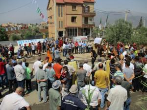 5_ La délégation est prête pour l'inauguration du monument portant l'inscription de Petra.